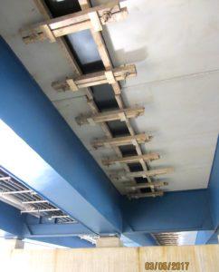 Verschalung unter Brücke